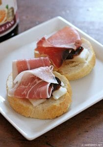 Crostini with Fontina, Prosciutto and Fig Jam